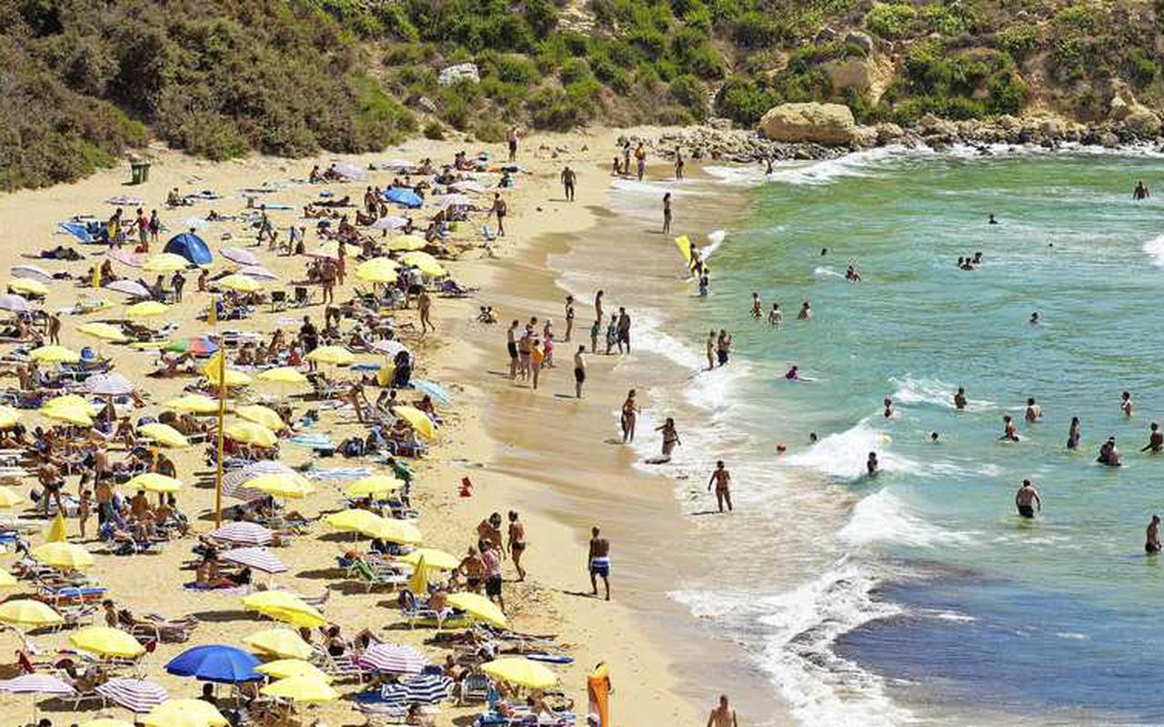 Nu Malta op groen staat stromen de stranden snel weer vol met zonaanbidders.