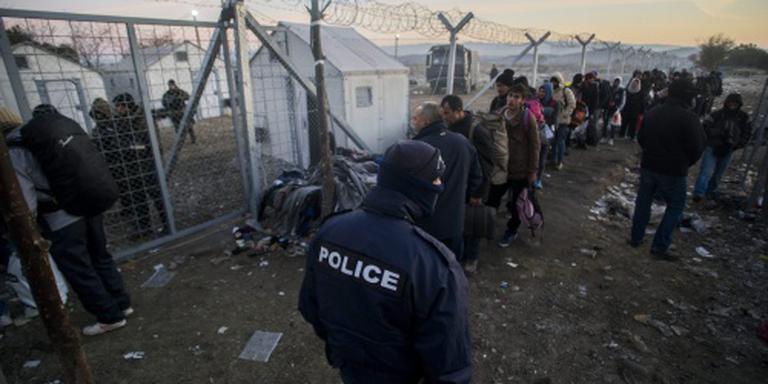 Griekse politie ontruimt spoor bij grens