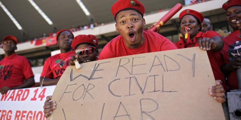Leden EFF verstoren toespraak Zuma