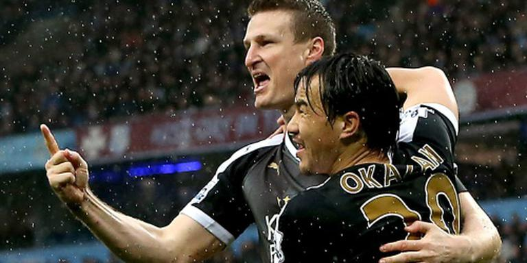 Leicester wint ruim bij City