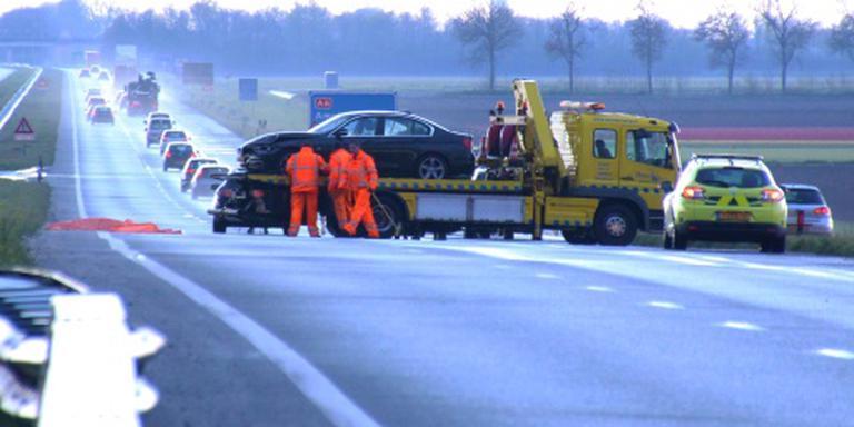 Vrouw komt om door ongeluk op gladde A6