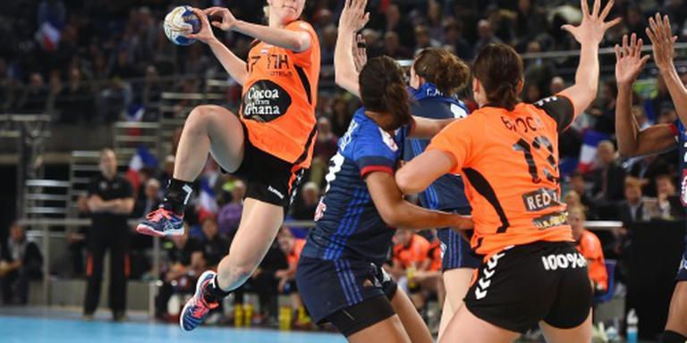 Handbalsters vechten zich langs Frankrijk
