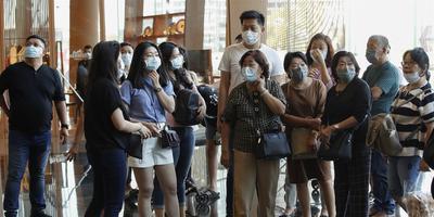 Chinese toeristen in een winkelcentrum in Thailand, waar het coronavirus ook is opgedoken.