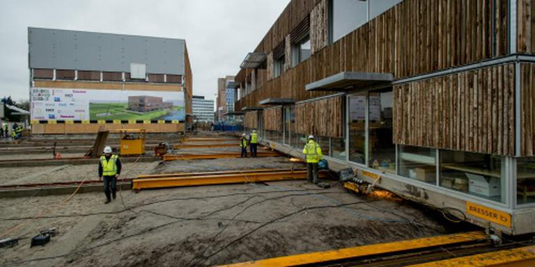 Schoolgebouw 30 meter verschoven