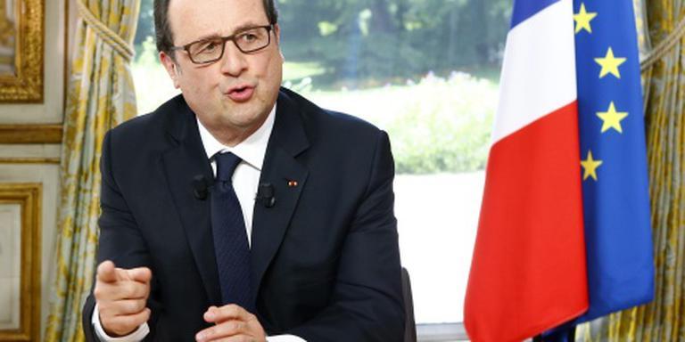 Hollande naar Parijs voor crisisoverleg