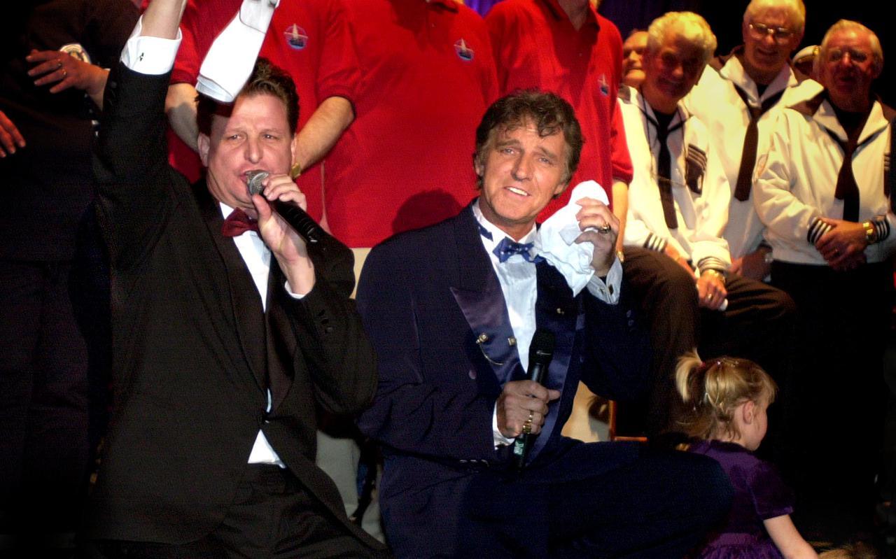 DiepTriest zingt met Jacques Herb diens hit 'Manuela'.