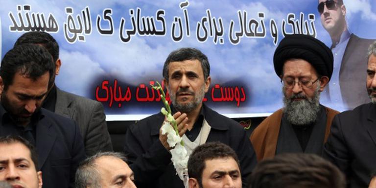 Ahmadinejad kondigt terugkeer aan