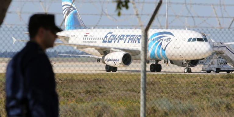 Passagiers verlaten gekaapt toestel Larnaca