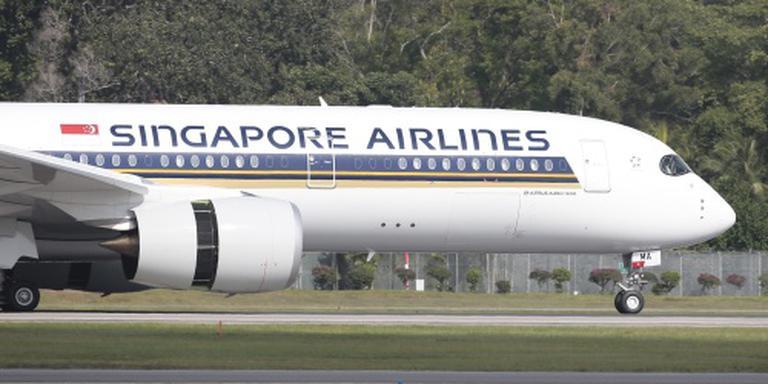 Vliegtuig Singapore vat vlam bij noodlanding