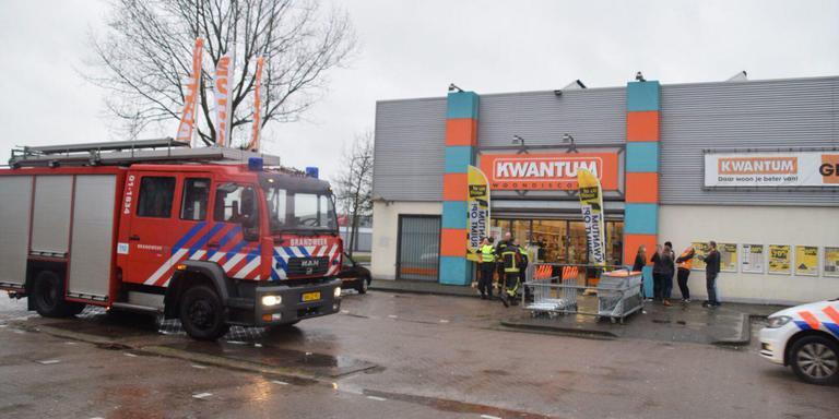 Gaslucht geroken in de vestiging van Kwantum in Groningen. Het pand is ontruimd.Foto: De Vries Media