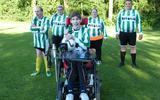 Lars (18) uit Nieuw-Amsterdam is lichamelijk beperkt, maar niets is onmogelijk voor de teamcoach van G-voetballers bij vv Drenthina