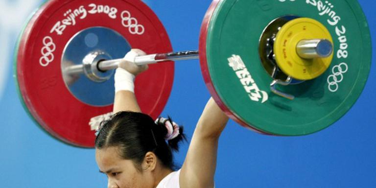 Olympisch kampioenen gewichtheffen positief