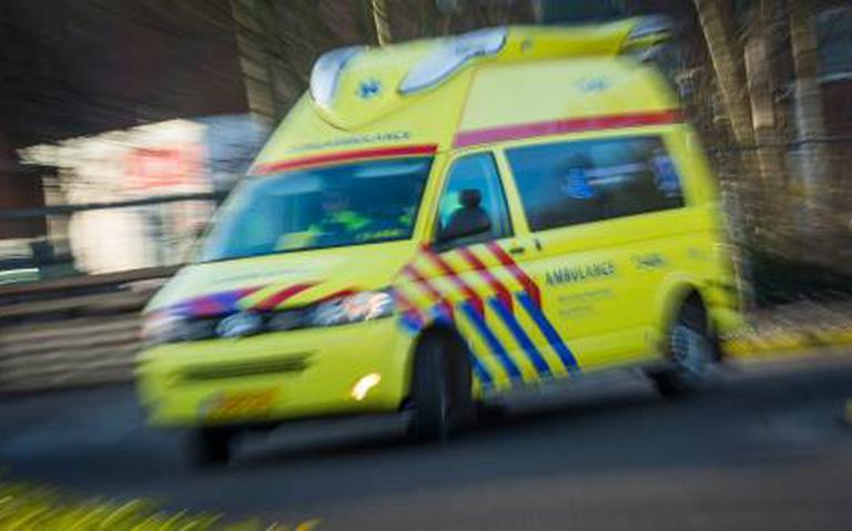 Vrouw gewond bij aanrijding in Assen: bestuurder rijdt door.