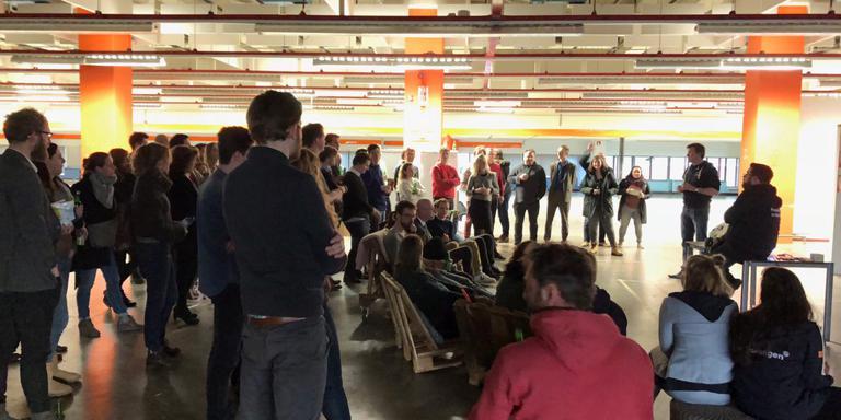 Medewerkers in The Big Building horen woensdagmiddag het slechte nieuws. Foto: DvhN