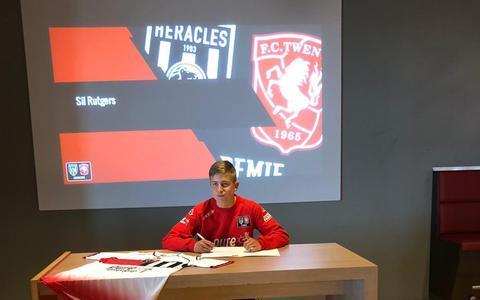 Sil (15) uit Dalen wil profvoetballer worden. Nu tekent hij bij FC Twente/Heracles. 'Maar ik heb nog een lange weg voor de boeg'