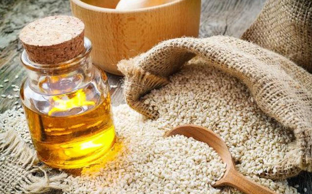 Sesamzaadjes bevatten zo'n 50 procent heerlijke olie, die er gemakkelijk uit te persen is.