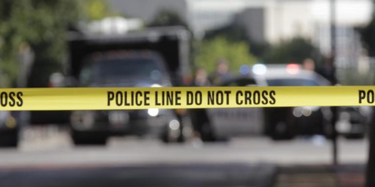 Jongen vermoordt vader en schiet op leerlingen