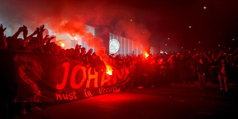 Ajax geeft condoleanceregister aan Jordi