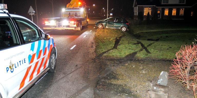 Auto zwaar beschadigd na ongeval Finsterwolde.