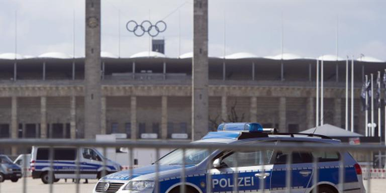 Grote politiemacht beveiligt duel Mannschaft