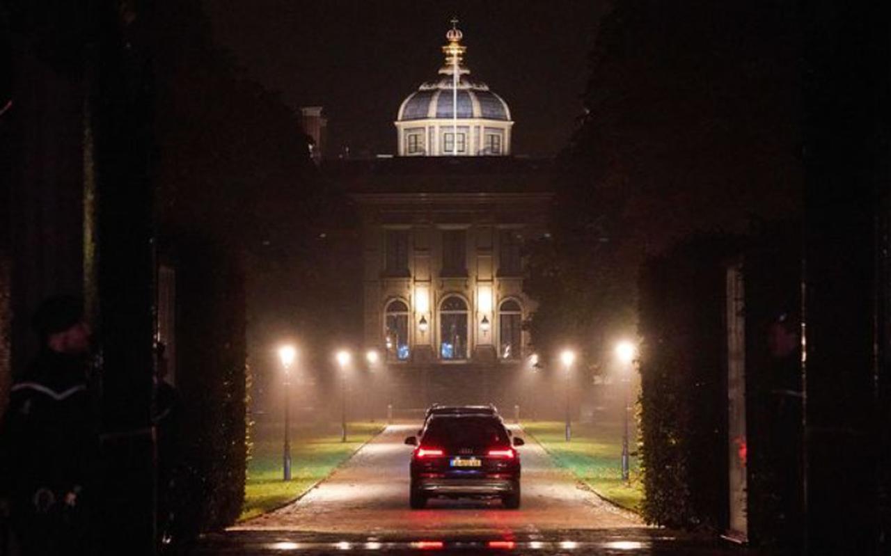 De koning en zijn gezin komen zaterdagavond terug op paleis Huis ten Bosch.