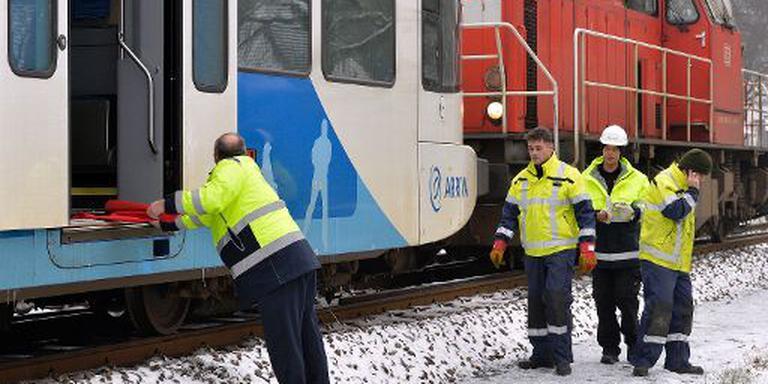 Een speciale locomotief moest de gestrande trein terugduwen. FOTO BOUDEWIJN BENTING