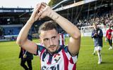 Donis Avdijaj  juicht in het shirt van Willem II