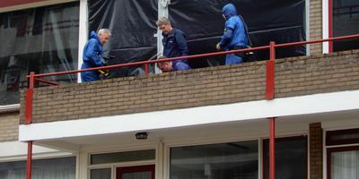 Onderzoek bij de woning in Emmen. Foto: Archief/Persbureau Meter