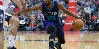 Walker leidt Hornets met 43 punten naar zege