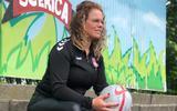 Voetbalster Carmen Jager uit Sleen hangt met gemengde gevoelens haar schoenen aan de wilgen. 'Ik had eerder moeten kiezen voor hoger niveau'