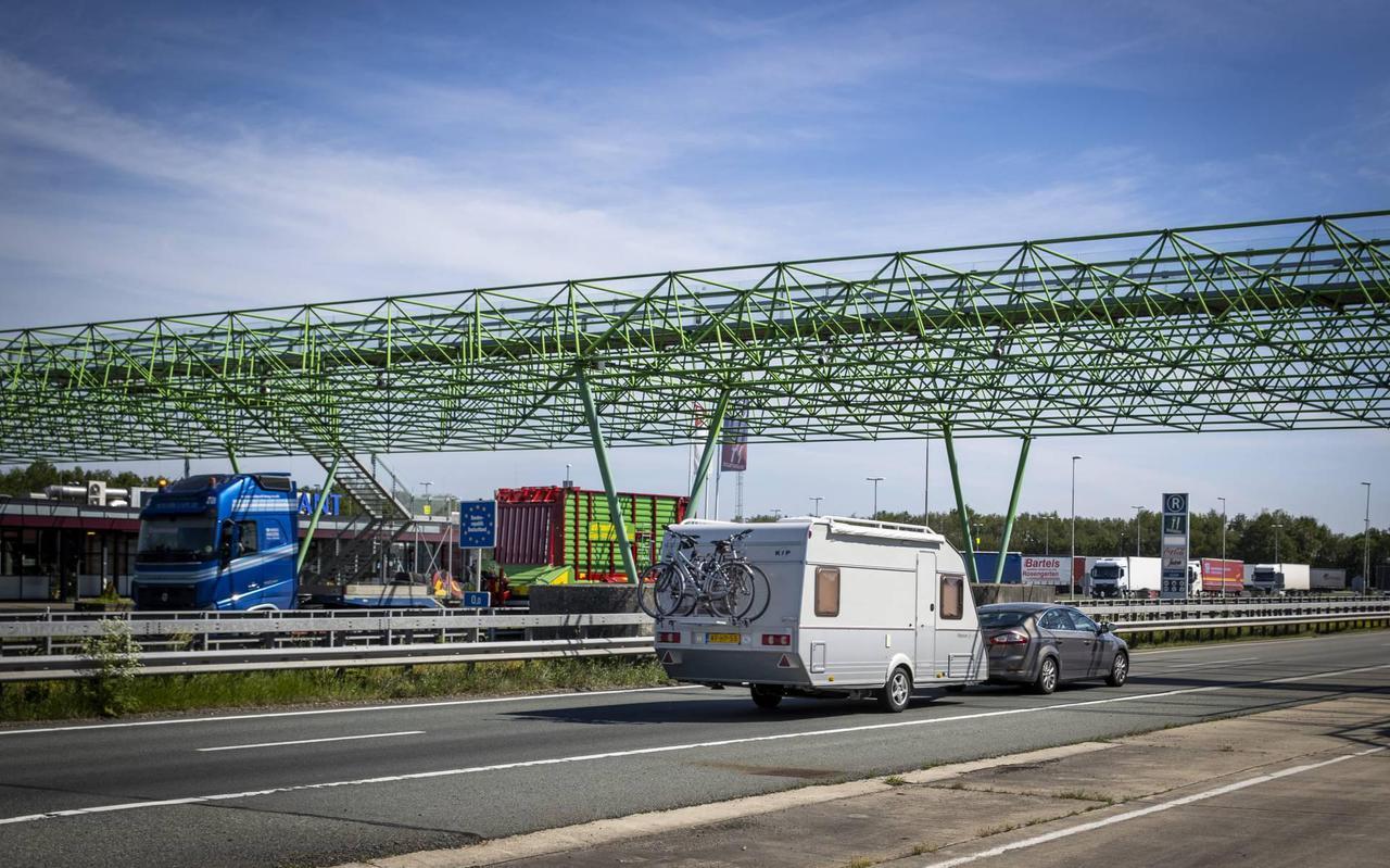 Duitsland deelt Nederland in bij 'hoogrisicolanden', waardoor scherpere maatregelen gelden voor reizigers.