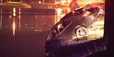 De gestolen auto eindigde in het Stieltjeskanaal. Foto: de Vries Media