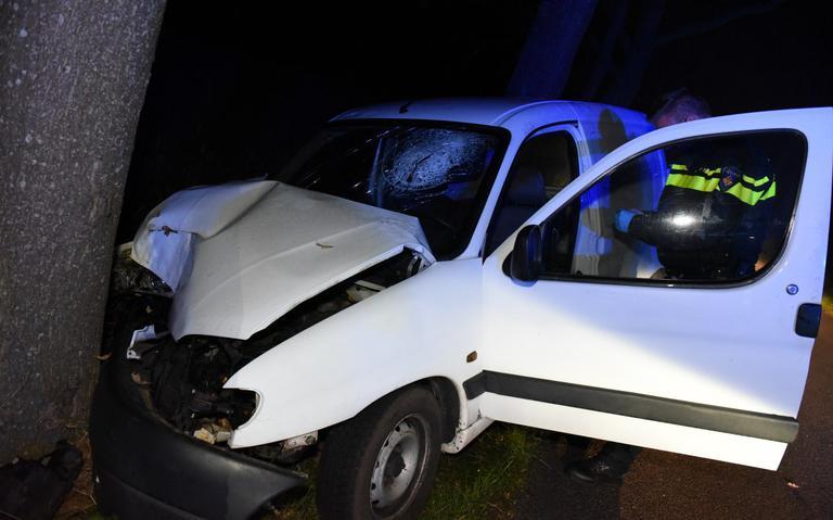 Automobilist gewond bij botsing tegen boom in Nietap.