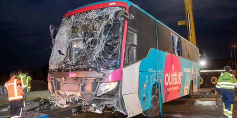 Twee Nederlanders zwaargewond door busongeval
