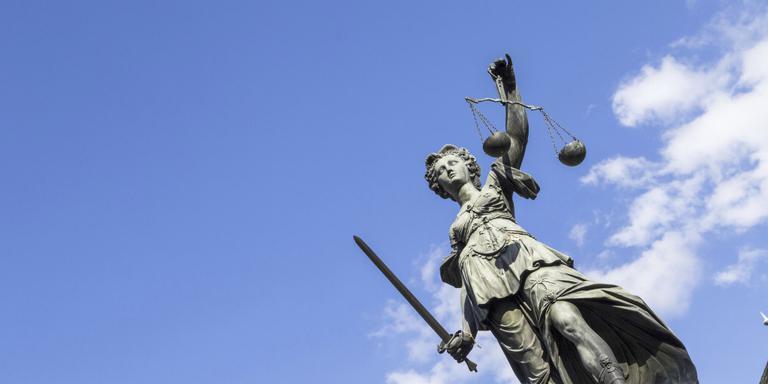 OM eist celstraf tegen moeder die dochter uitbuitte