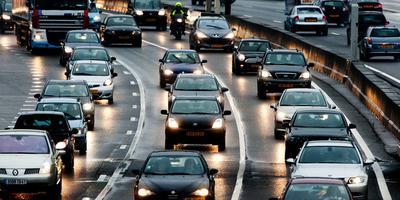 Weggebruikers kunnen hinder ondervinden van de gladheid op de weg.