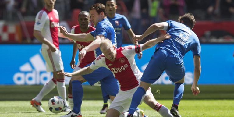 Ajax blijft op titelkoers na ruime zege