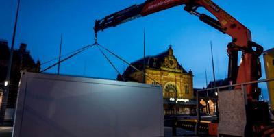 Bij het hoofdstation van Groningen is een stemlokaal geplaatst voor treinreizigers. Foto: Geert Job Sevink