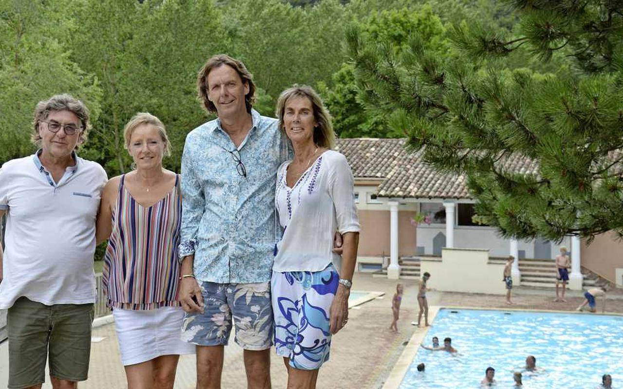 """John en Nicole Deeben zien slechts een handjevol Fransen en één Nederlands stel op camping Le Gallo Romain in het Franse Drôme. """"Normaal hebben we hier nu de grijze golf."""""""