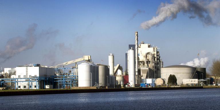 Het complex van Nedmag aan het AG Wildervanckkanaal in Veendam. FOTO HARRY TIELMAN