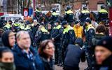 Wie zitten er achter de rellen? 'Het is heftig en het kan nog erger worden', voorziet hoogleraar Tom Postmes van de Rijksuniversiteit Groningen