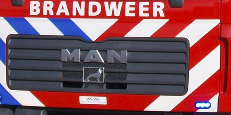Autodeur muurvast na botsing Groningen.