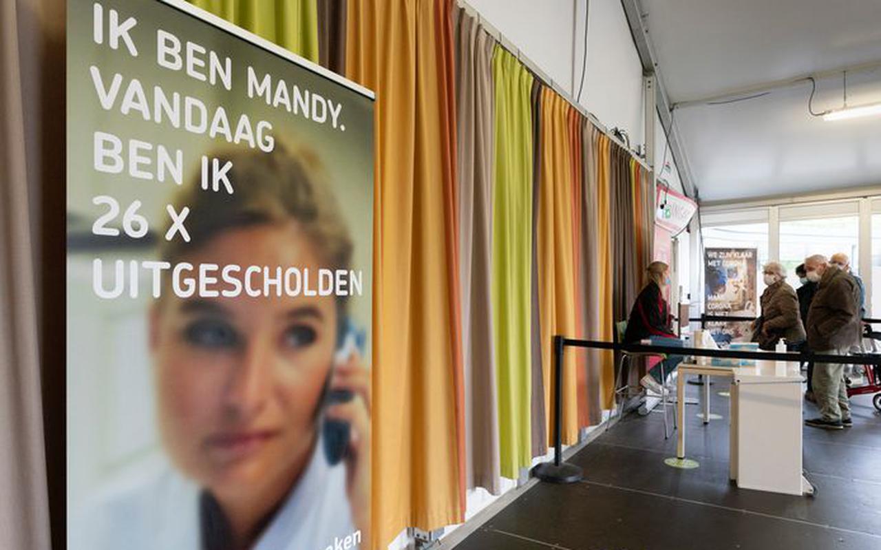 Poster tegen de toenemende agressie en intimidatie jegens zorgmedewerkers.