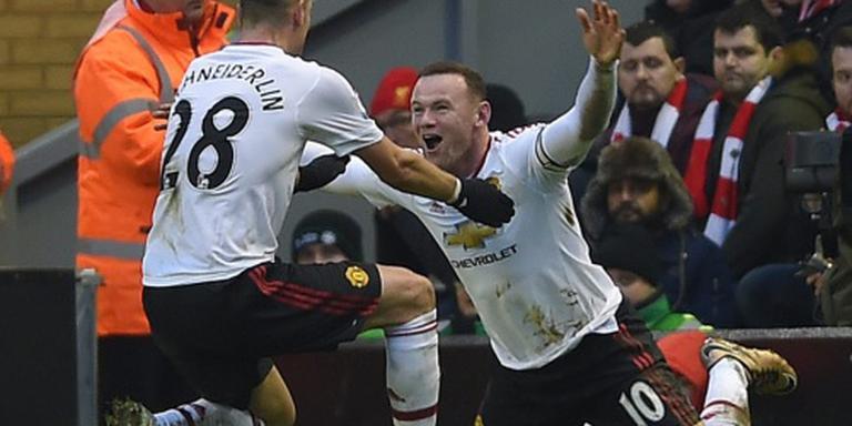 Rooney redt Van Gaal