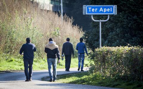 Vluchtelingen bij Ter Apel. FOTO ARCHIEF DVHN