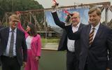 Start bouw iconische brug over de Eems. Eind 2024 is er weer een spoorverbinding tussen Groningen en Leer