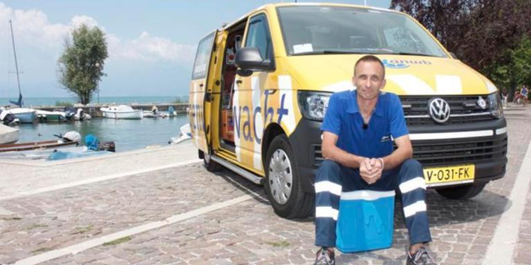 Fré Wijnholds uit Drenthe helpt als ANWB-wegenwachter Nederlandse vakantiegangers in Italië. Foto: Nick Rompelberg