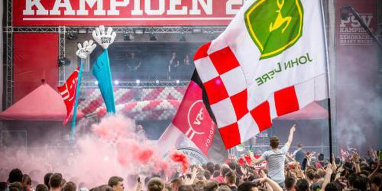 Stadhuisplein stroomt vol voor huldiging PSV