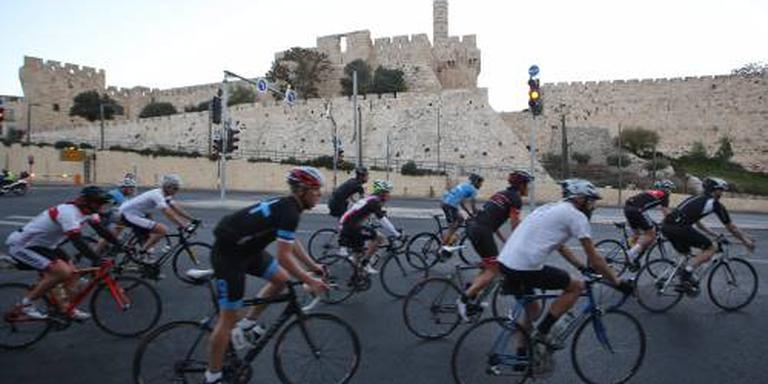 Giro past 'West-Jeruzalem' aan na dreigement