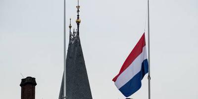 Vlaggen op overheidsgebouwen dinsdag halfstok